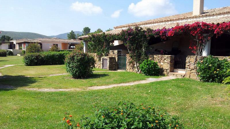 Residence San Teodoro 1. Vista giardino appartamento bilocale